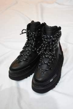MOUNTAIN BOOTS ""
